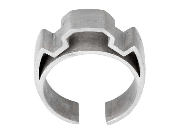 Shelanu Interlocking Stories ring in silver. Simple and geometric in design.